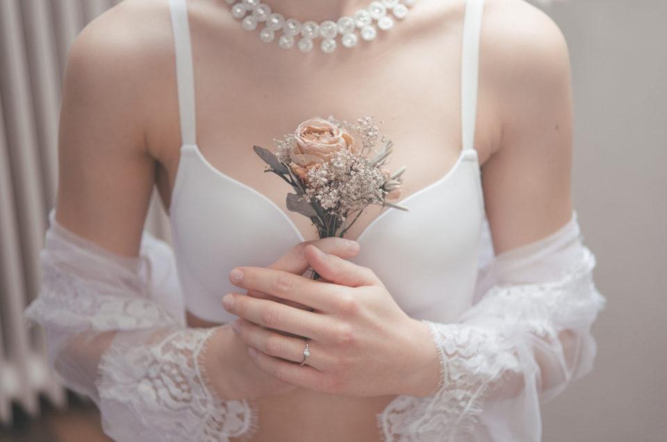 Bridal Boudoir Shoot- oder die Braut in ihrer Hochzeitswäsche.